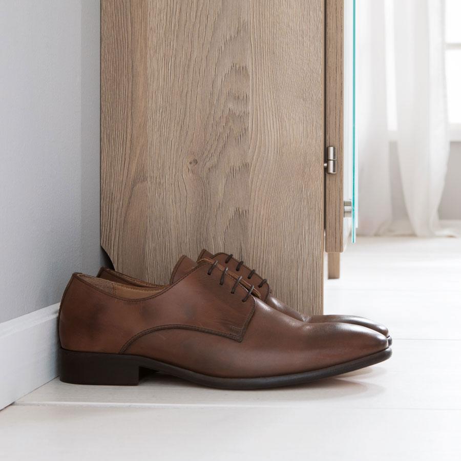 Erleben sie den schuhschrank schuhbutler pers nlich for Schuhschrank geringe tiefe